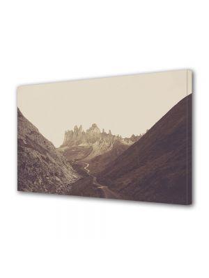 Tablou Canvas Vintage Aspect Retro Carare printre munti